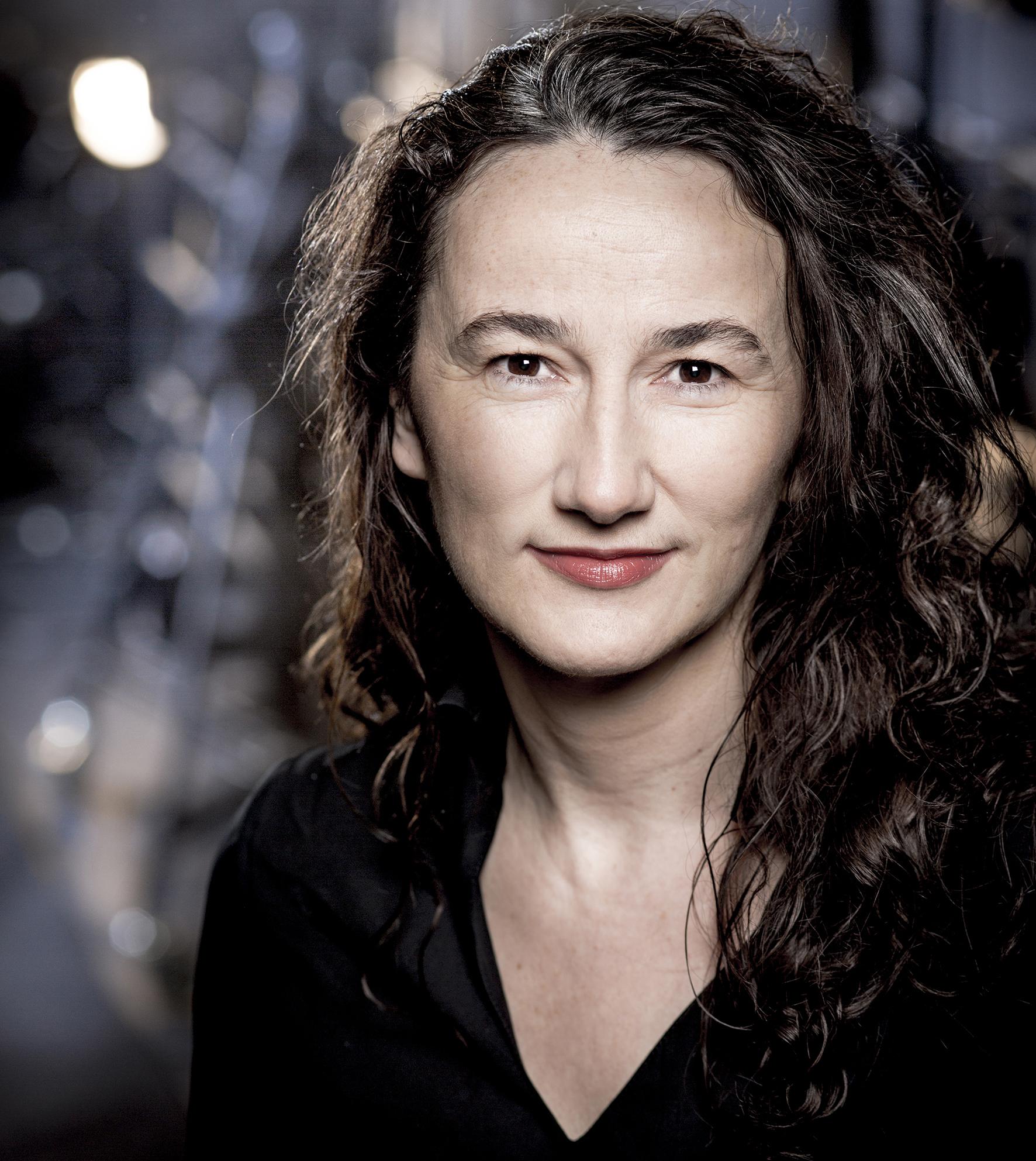 ADOLPHE BINDER: Die Künstlerische Leiterin Der Göteborg